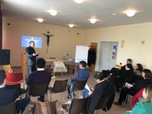 Doctrina socială a Bisericii care promovează învățătura socială și comunitară a Bisericii Catolice